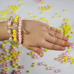 Pote de margarida com miçangas e pérolas para confecção de pulseiras
